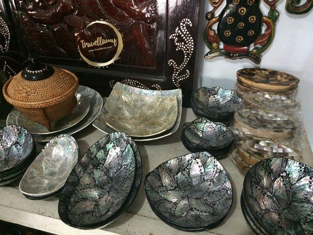 Berburu Souvenir di Pasar Seni Sayang Sayang Lombok