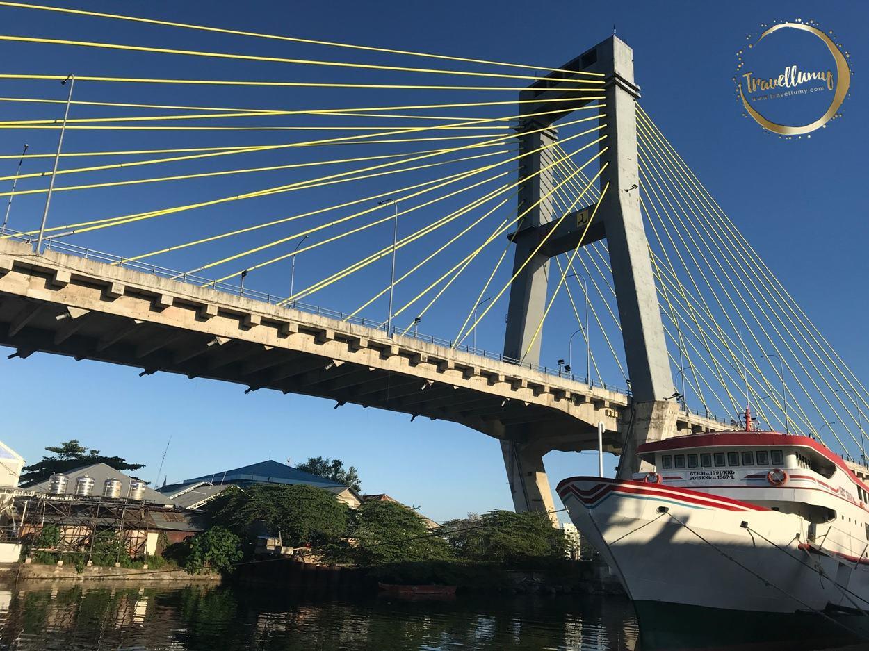 Jembatan Ir. Soekarno di Manado